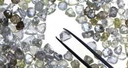 The difference between real and fake diamond: how to spot a real one