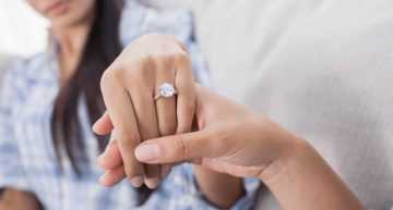 Advantages of buying engagement rings online